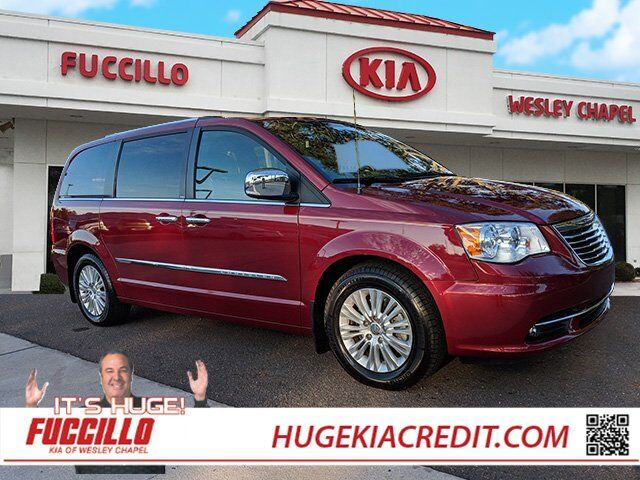 2014 Chrysler Town & Country Limited Wesley Chapel FL