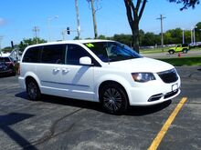 2014_Chrysler_Town & Country_S_ Libertyville IL