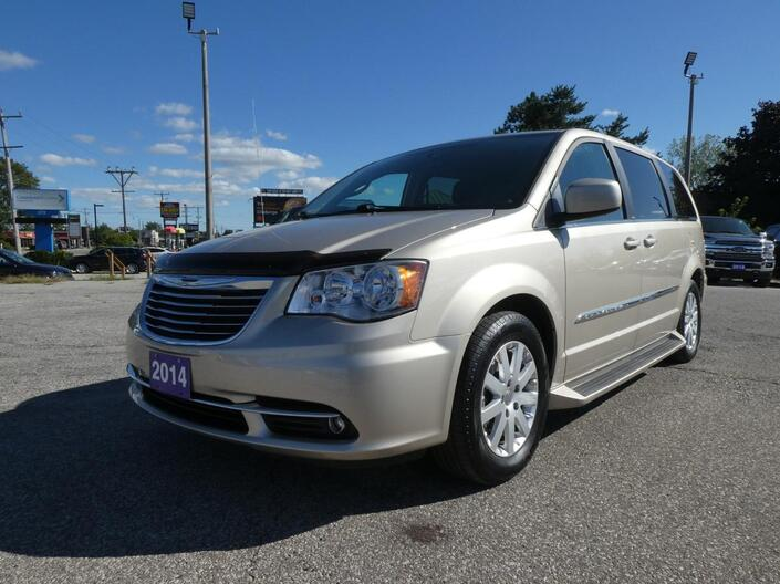 2014 Chrysler Town & Country Touring Back Up Cam Power Doors Big Screen Essex ON