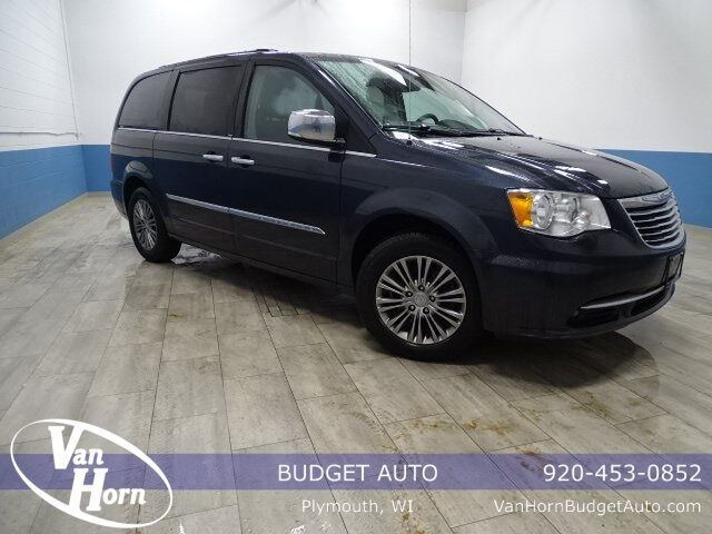 2014 Chrysler Town and Country Touring-L Plymouth WI