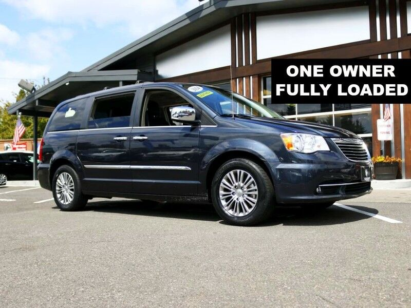 2014 Chrysler Town & Country Touring-L one owner leather loaded dvd navi clean