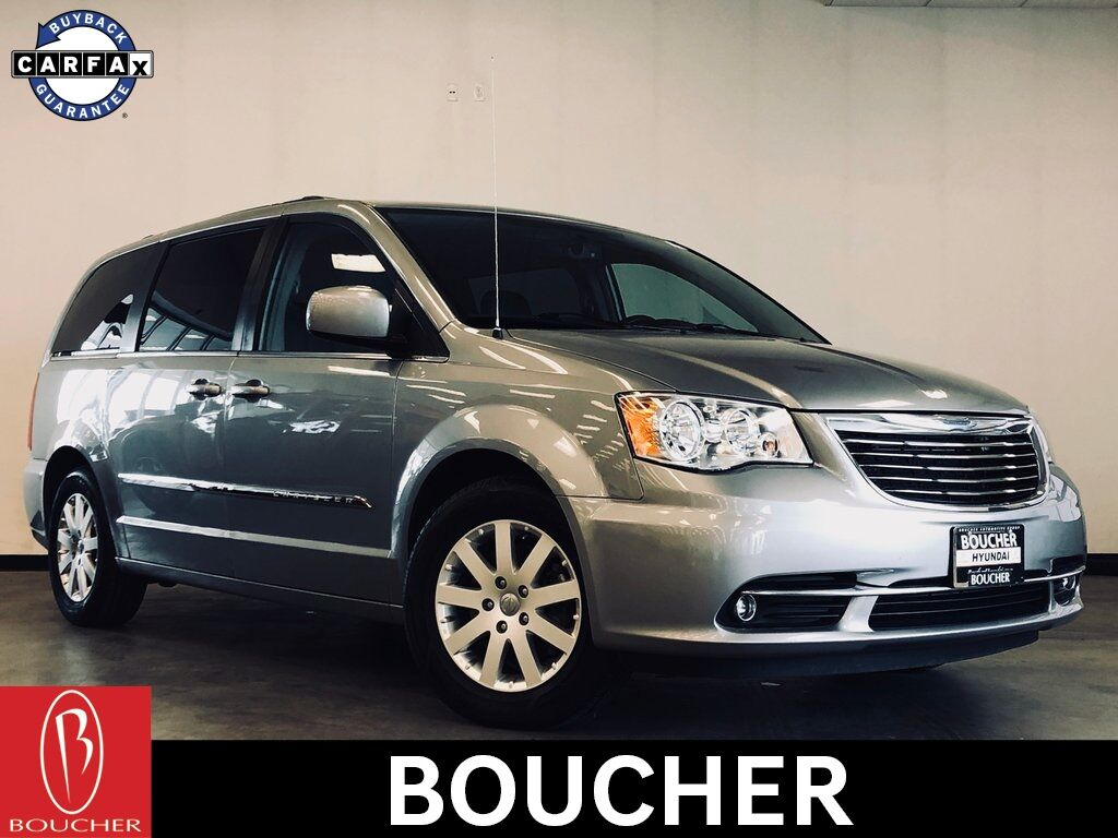 2014 Chrysler Town & Country Touring Waukesha WI