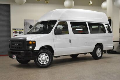 2014_Ford_Econoline E-250_14 Passenger_ Boston MA
