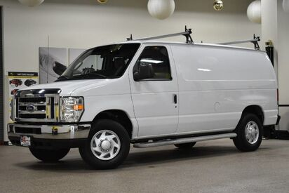 2014_Ford_Econoline_E-250_ Boston MA