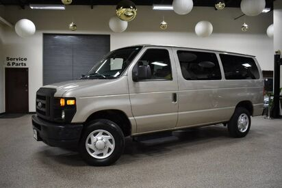 2014_Ford_Econoline_E-350 XL 12 Passenger_ Boston MA