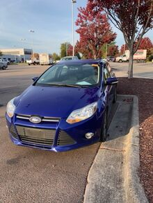 2014_Ford_Focus_5dr HB SE_ Cary NC