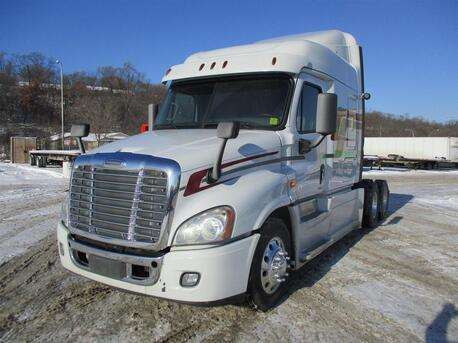 2014_Freightliner_Cascadia_70 Inch Mid Roof_ Eau Claire MN