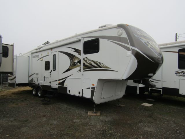 2014 KEYSTONE MONTANA MOUNTAINEER FIFTH WHEEL BUNKHOUSE