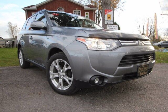 2014 Mitsubishi Outlander 2014 Mitsubishi Outlander -Preimum Pkg - 4wd - leather - Backup Cam - 3rd row seat - Bluetooth London ON
