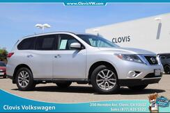 2014_Nissan_Pathfinder_S_ Clovis CA