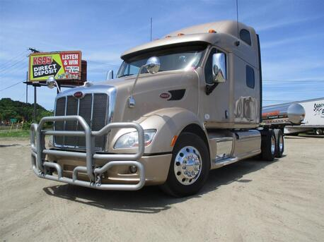 2014_Peterbilt_587_Raised Roof_ Eau Claire MN