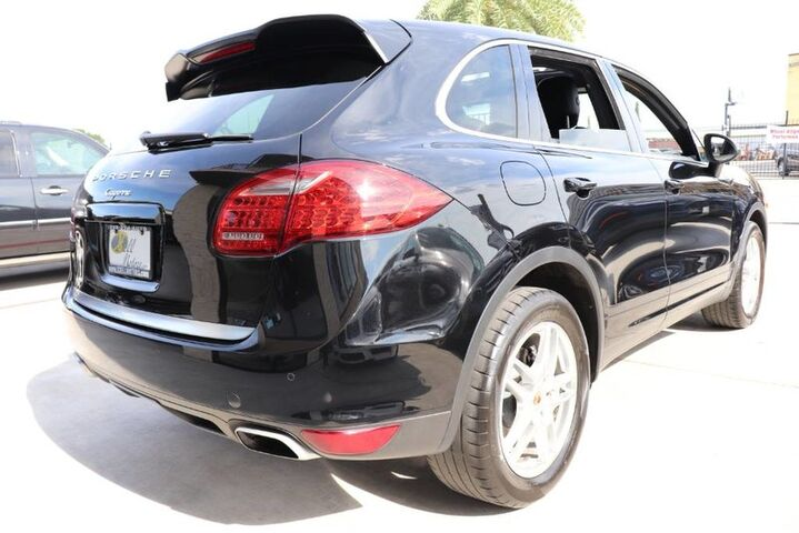 2014 Porsche Cayenne $68,055 STICKER,CLEAN CARFAX,SHOWROOM! Houston TX