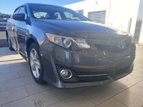 2014 Toyota Camry SE ** 35+ MPG ** CHECK IT OUT **