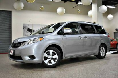 2014_Toyota_Sienna_LE_ Boston MA