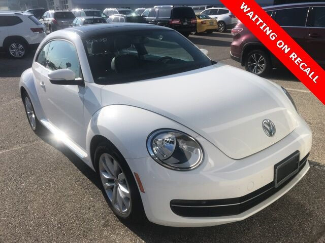 2014 Volkswagen Beetle 2.0 TDI w/ Sunroof Sound & NAV Holland MI