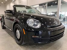 Volkswagen Beetle Convertible 2.5L w/Tech 2014