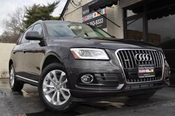 Audi Q5 Premium Plus/Quattro/Technology Package w/ MMI Navigation Plus, Side Assist, Parking System Plus w/ Rear View Camera/Xenon Plus Headlights w/ LEDs/Heated Front Seats/Advanced Key w/ Push-To-Start/Panoramic Roof 2015