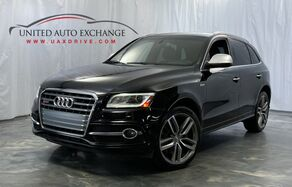 2015_Audi_SQ5_Prestige /. 3.0L 6-Cyl Engine / Quattro AWD / Sunroof / Navigation / Bluetooth / Parking Sensors with Rear View Camera / Bang & Olufsen Sound System / Heated Leather Seats_ Addison IL