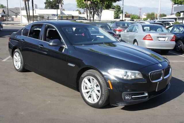 2015 BMW 5 Series 528i (05/15) NAVIGATION/ REARVIEW/ PDC/ 17',