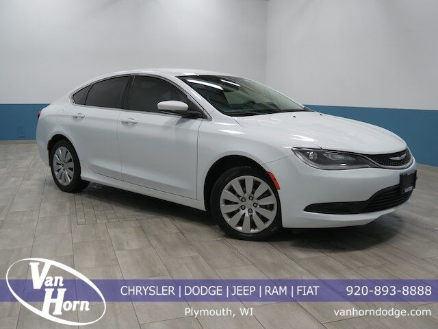 2015 Chrysler 200 LX Plymouth WI