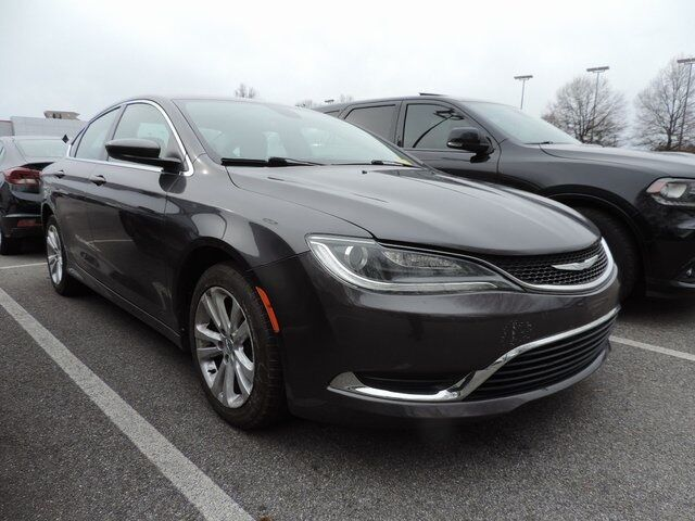 2015 Chrysler 200 Limited 4D Sedan