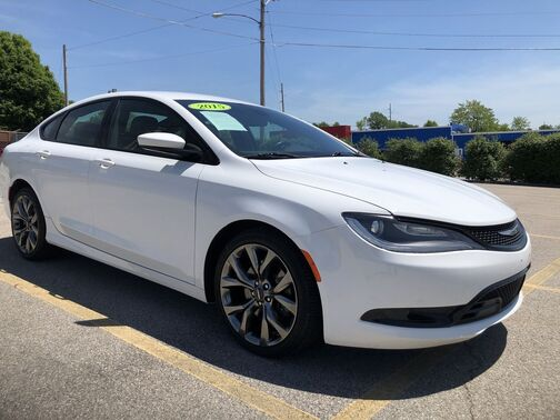 2015_Chrysler_200_S AWD_ Frankfort KY