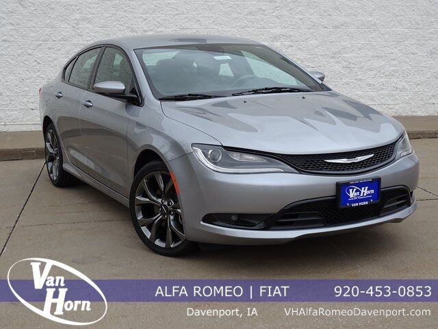 2015 Chrysler 200 S Plymouth WI