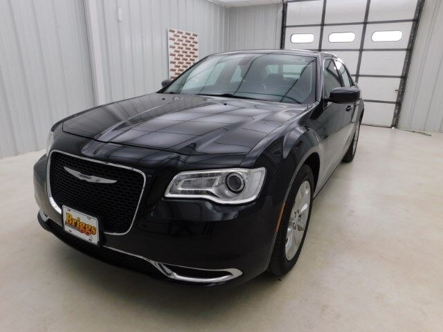 2015 Chrysler 300 4dr Sdn Limited AWD Manhattan KS