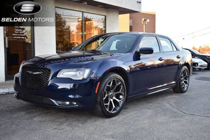 2015_Chrysler_300_S V8_ Conshohocken PA