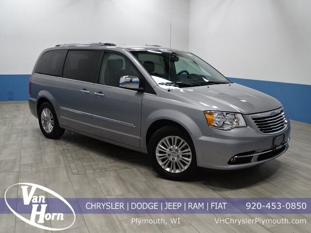 2015 Chrysler Town and Country Limited Plymouth WI