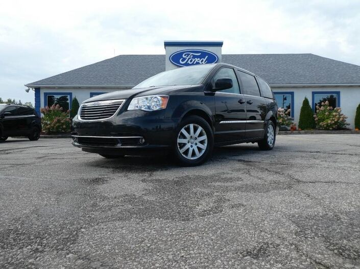 2015 Chrysler Town & Country SALE PENDING Essex ON