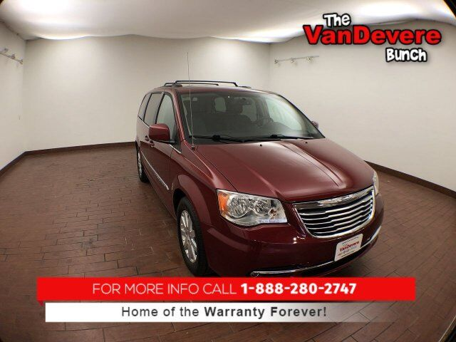 2015 Chrysler Town & Country Touring Akron OH