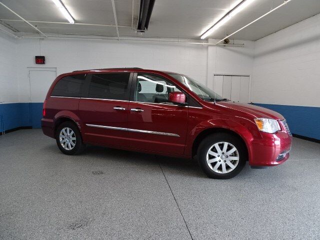 2015 Chrysler Town & Country Touring Plymouth WI