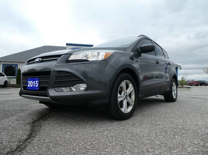 2015 Ford Escape SE- PANORAMIC SUNROOF- BLUETOOTH- HEATED SEATS- BACKUP CAM Essex ON