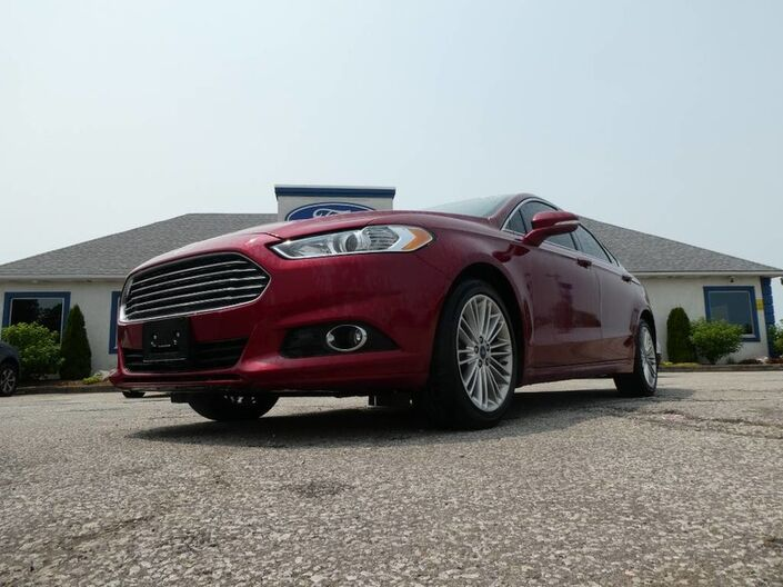 2015 Ford Fusion SE- LEATHER- NAVIGATION- BLUETOOTH- HEATED SEATS- BACKUP CAM Essex ON