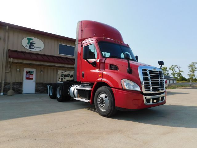 2015 Freightliner 113 Day Cab - Seville OH