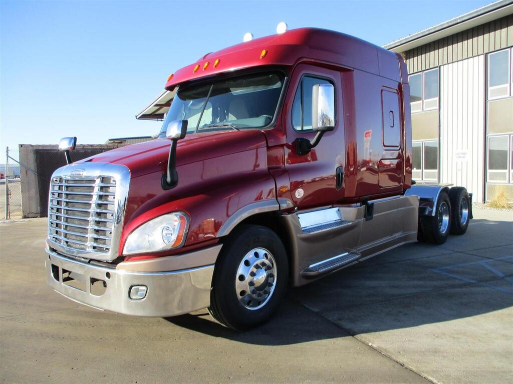 2015 Freightliner CA125 SLP Mid Roof Eau Claire MN