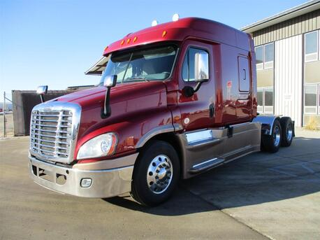 2015_Freightliner_CA125 SLP_Mid Roof_ Eau Claire MN