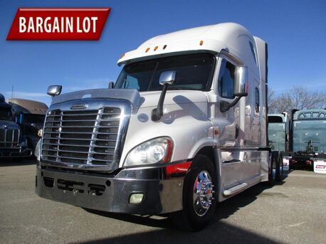 2015_Freightliner_Cascadia_Raised Roof_ Eau Claire MN