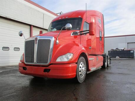 2015_Kenworth_T680_Raised Roof_ Eau Claire MN