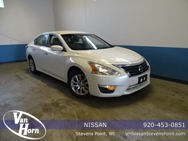 2015 Nissan Altima 2.5 S Plymouth WI