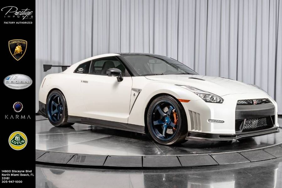 2015_Nissan_GT-R_NISMO_ North Miami Beach FL