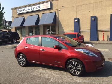 Nissan Leaf SV w/ Quick Charge Port & Nav  2015