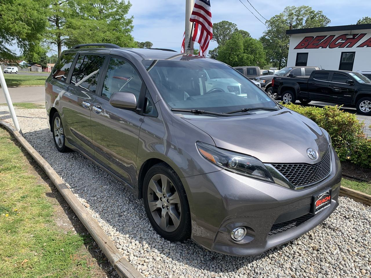 2015 TOYOTA SIENNA SE, WARRANTY, LEATHER, 3RD ROW, CAPTAINS CHAIRS, HEATED SEATS, CLEAN CARFAX! Norfolk VA