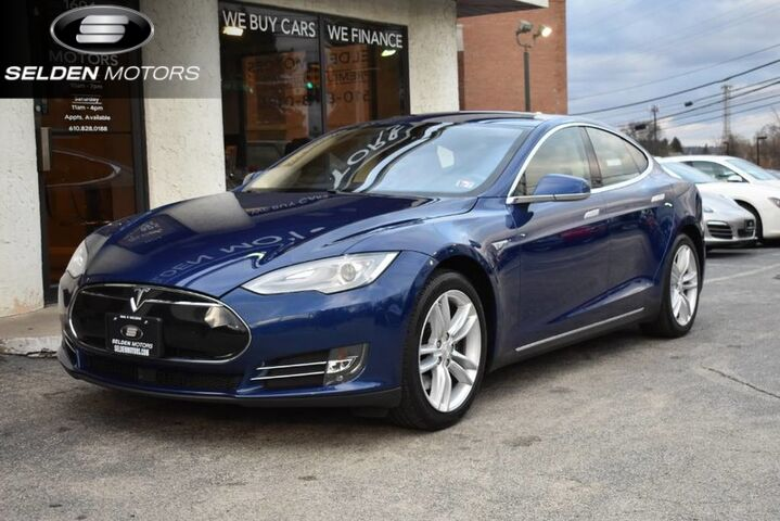 2015_Tesla_Model S_70 kWh Battery_ Conshohocken PA