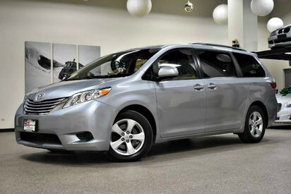 2015_Toyota_Sienna_LE_ Boston MA