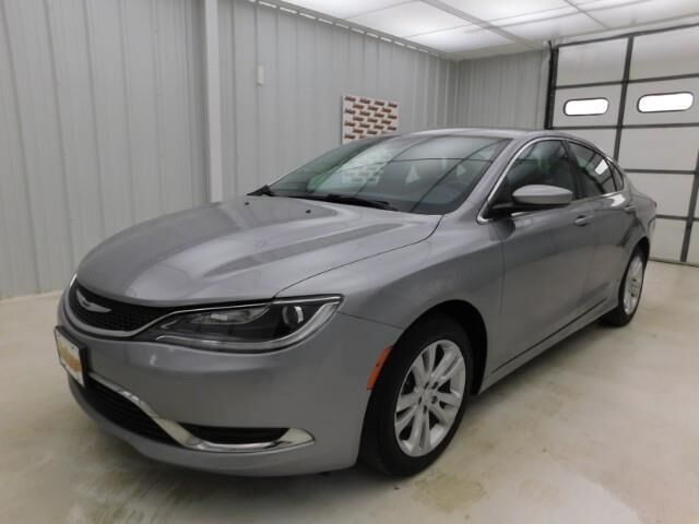 2016 Chrysler 200 4dr Sdn Limited FWD Topeka KS