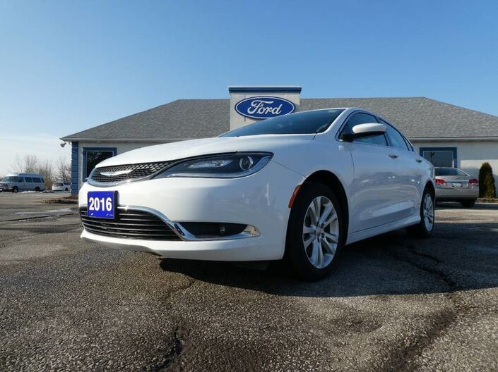 2016 Chrysler 200 Limited- BIG SCREEN- HEATED SEATS- BACKUP CAM Essex ON