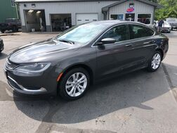 2016_Chrysler_200_Limited_ Middlebury IN