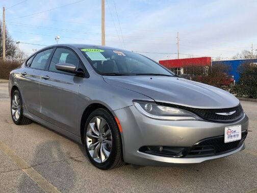 2016_Chrysler_200_S_ Frankfort KY